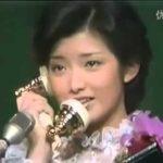 视频: 山口百恵と三浦友和との遠距離電話