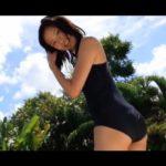 小島瑠璃子 スクール水着で柔軟体操